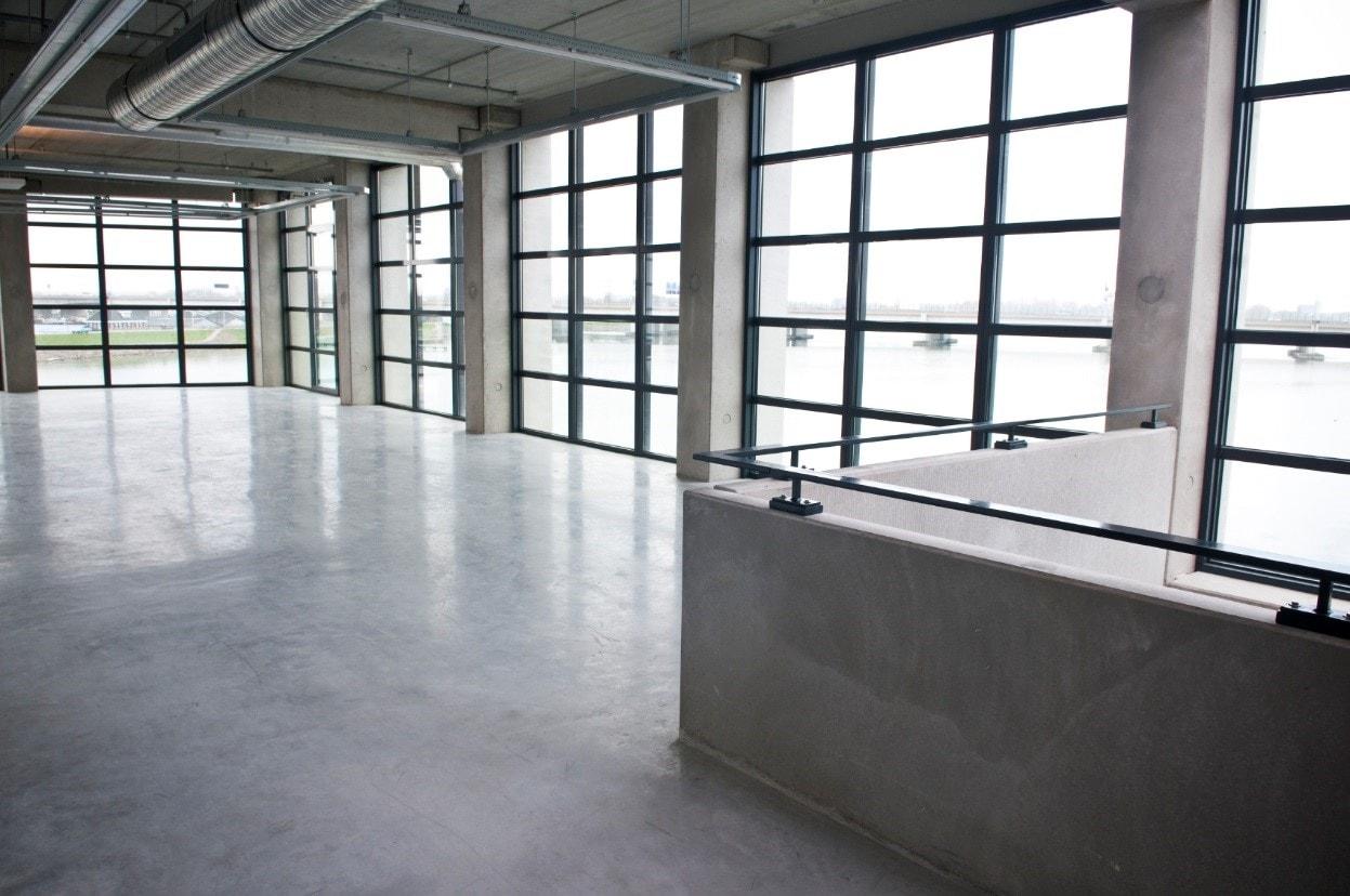 Waarom een gietvloer zo goed past bij een industrieel interieur