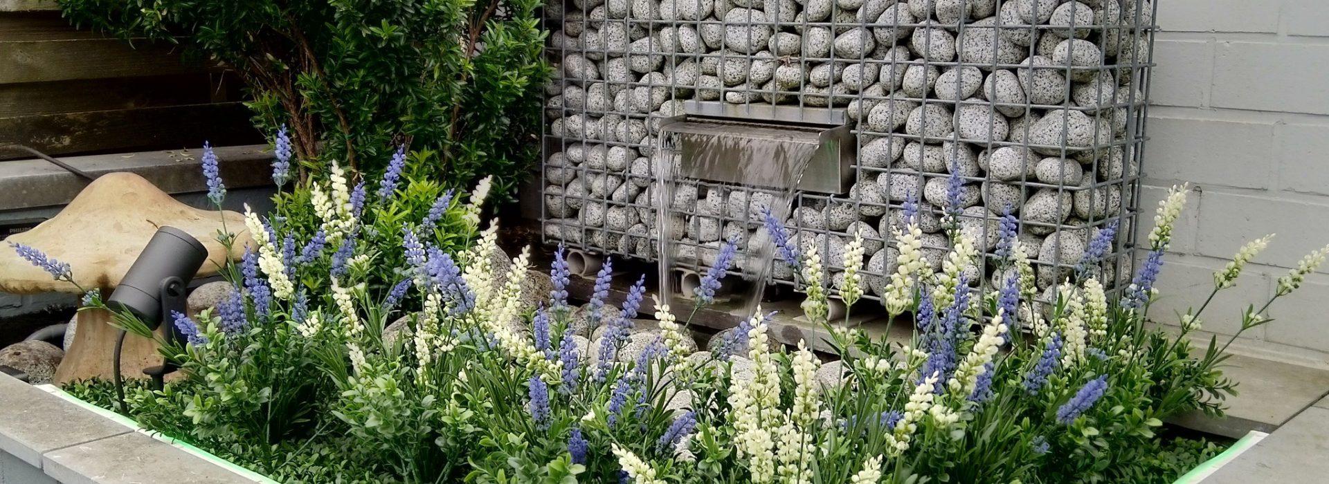 Minder tijd kwijt aan tuinieren? Kies voor kunstplanten in de tuin!